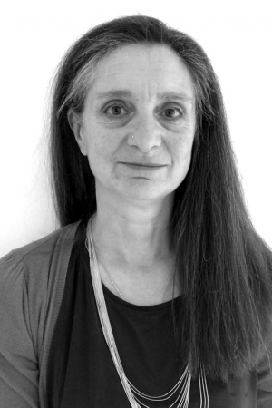 Lindsay Woodman is a holistic aromatherapist, consultant and international examiner with over 20 years experience